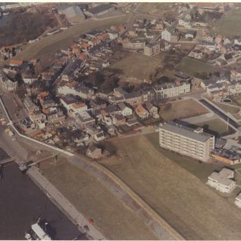 Luchtfoto van het dorp Tolkamer in augustus 1978
