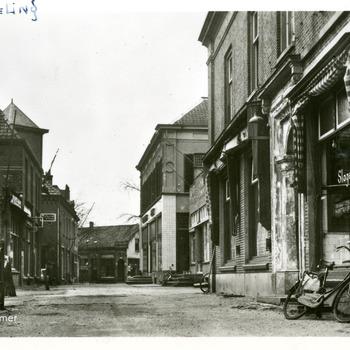 Ansichtkaart van Lobith-Tolkamer met rechts de slagerij