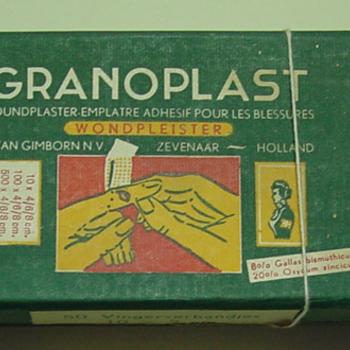Doosje van karton met Granoplast wondpleisters vervaardigd door H. van Gimborn N.V. Zevenaar