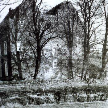 Reproductie van twee foto's van De Loowaard te Loo door Ab Hendriks 1960