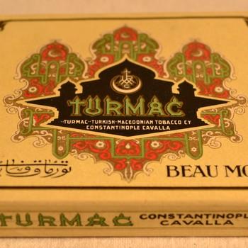 Sigarettendoosje van het merk Turmac Beau Monde van karton