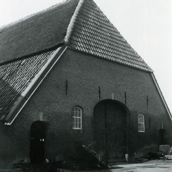 Zwart-wit foto van de schuur achter Huis Aerdt in Herwen 1973