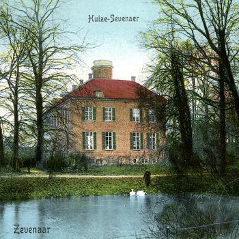 Ansichtkaart met op de beeldzijde Huis Sevenaer uitgave van de Goedkoope Winkel Zevenaar circa 1920