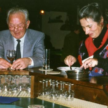 Kleurenfoto van de vrijwilligersavond van het Liemers Museum te Herwen op 20 december 1996