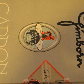Doos van karton gevuld met carbonpapier van H. van Gimborn N.V. Zevenaar