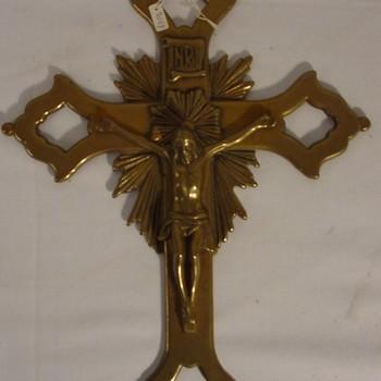 Kruisbeeld van de R.K. parochie H. Antonius van Padua te Nieuw-Dijk van koper circa 1900