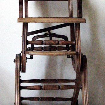 Kinderstoel van hout ca. 1925