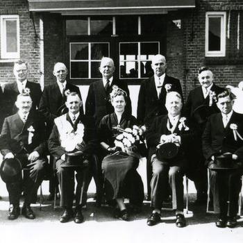 Zwart-wit foto van de Schutterij Eensgezindheid in Aerdt 1954