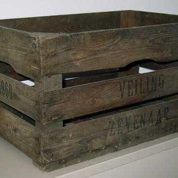 Kist van hout van de veiling te Zevenaar 1960