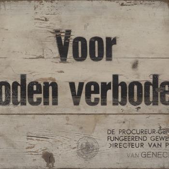 Bord van hout met de tekst 'Voor Joden verboden' 1940-1943