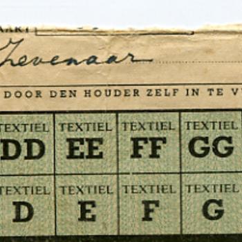 Distributiebonnen voor textiel en naaigaren uitgegeven in Zevenaar ca. 1940-1945