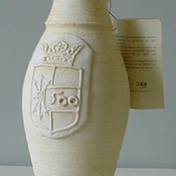 Jacobakan van keramiek en certificaat van papier door L. Goldewijk 1987