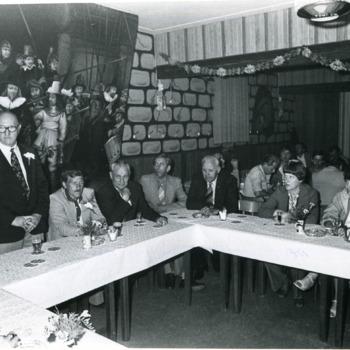 Zwart-wit foto van de viering van het 60-jarig jubileum van de Vakbond N.K.V. te Spijk  op 12 juni 1979