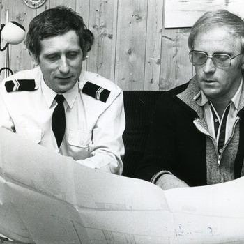 Zwart-wit foto van de water scouting te Tolkamer.ca. 1970-1985