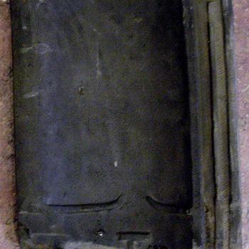 Dakpan van steen vervaardigd door steenfabiek Dibbets te Giesbeek circa 1912