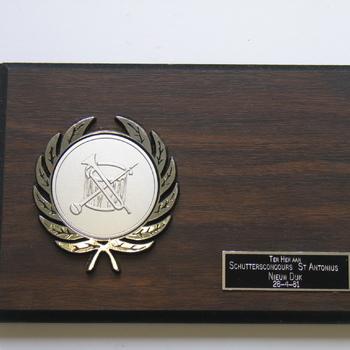 Herinneringsbord ter her. aan Schutterconcours St. Antonius Nieuw Dijk 26-4-1981.
