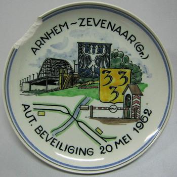 Wandbord voor de realisatie van de beveiligingen tussen Arnhem en Zevenaar Duitse grens 20 mei 1962