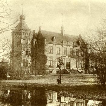 Ansichtkaart met zwart-wit foto van Kasteel Enghuizen te Zevenaar ca. 1900