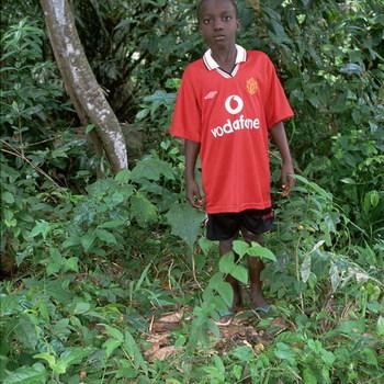 Jongen met rood T-shirt (Vodafone)