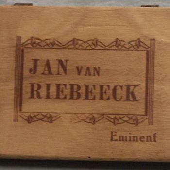sigarenkist van hout met opschrift Jan van Riebeeck Eminent, circa 1952