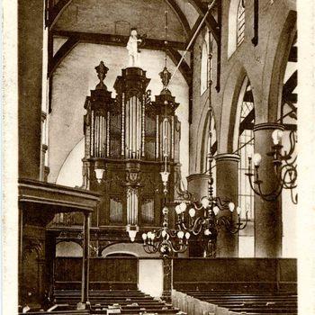 Ansichtkaart, voorstellende het interieur van de Grote of Barbarakerk te Culemborg, circa 1928