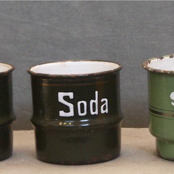 zand-zeep-sodastel met rekje van groen geëmailleerd metaal, 1900-1950