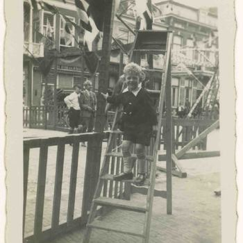 Foto, voorstellende Markt, opbouw kermis, Culemborg, 1920