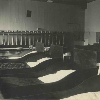 Foto, voorstellende slaapzaal van het Elisabeth Weeshuis, Herenstraat te Culemborg, 1930