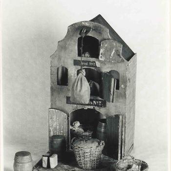 Foto, voorstellende speelgoed pakhuis, Museum Elisabeth Weeshuis te Culemborg