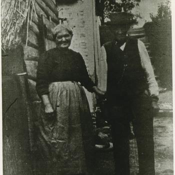 Foto, voorstellende echtpaar Kerkhof te Culemborg, circa 1900