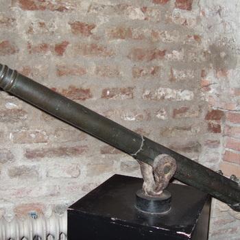 kanon, zgn. draaibus van gegoten brons