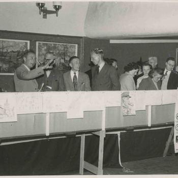Foto, voorstellende tentoonstelling Openbaar Onderwijs te Culemborg, 1950