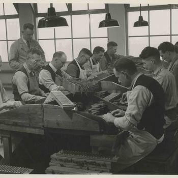 Foto, voorstellende sigarenfabriek Bleijenberg te Culemborg, 1946