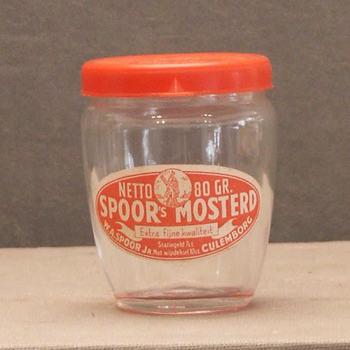 mosterdglas van Spoor's mosterd uit Culemborg.