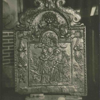 Foto, voorstellende een gietijzeren haardplaat, 17e eeuw
