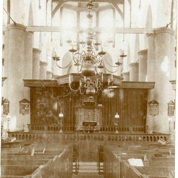 Foto, voorstellende het interieur van de Grot of Barbarakerk te Culemborg, 1932