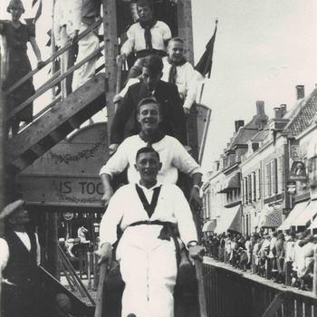 Foto, voorstellende kermis op de Markt te Culemborg, 1924