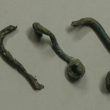 fibulae van brons, 3 stuks, Romeins.