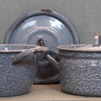 Kookpan van geëmailleerd ijzer, eerste helft 20e eeuw