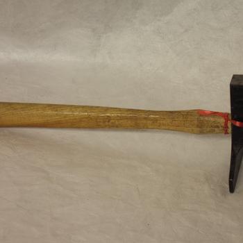 hamer van ijzer met houten steel
