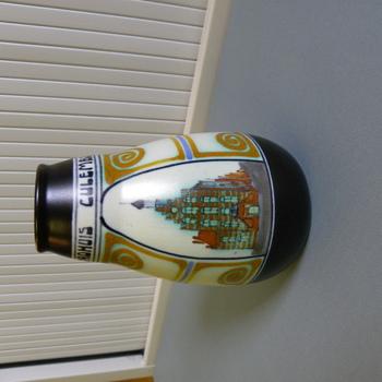 vaas van steengoed met afbeelding stadhuis te Culemborg, Schoonhoven circa 1920