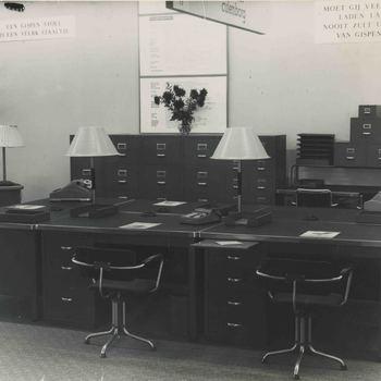 Foto, voorstellende Gispen kantoormeubelen