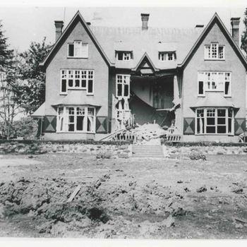 Foto, voorstellende villa Sprokkelenburg met oorlogsschade te Culemborg, 1940