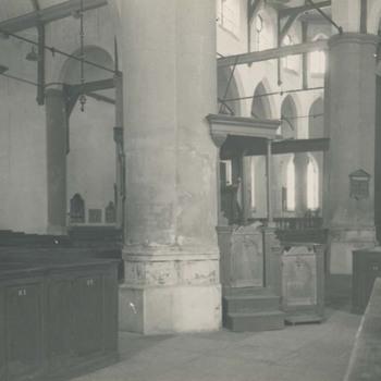 Foto, voorstellende interieur Grote of Barbarakerk te Culemborg, vervaardigd door Van de Gen, circa 1917