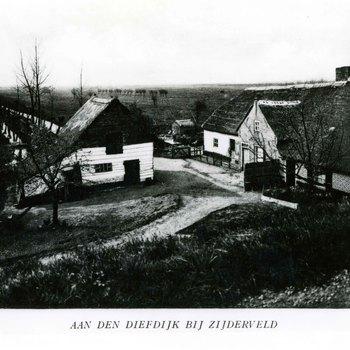 Foto, voorstellende een boerderij aan de Diefdijk omgeving Zijderveld, circa 1930