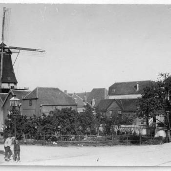 Foto, voorstellende  molen de Koornvriend,  Kleine Buitenom te Culemborg, circa 1912