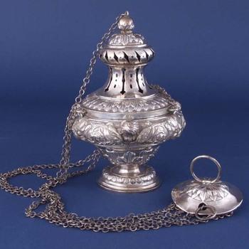 Wierookvat van gedreven zilver, versierd met cherubkopjes, vervaardigd door Christiaan van Gemert, Den Bosch, 1890