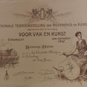 diploma uitgereikt tijdens Nationale Tentoonstelling van Nijverheid en Kunst aan het Elisabeth Weeshuis, Dordrecht, 1897