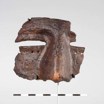 Fragment van een ijzeren gezichtshelm uit de Romeinse tijd