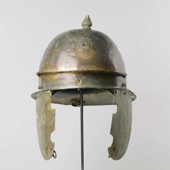 Bronzen infanteriehelm met wangkleppen uit de Romeinse tijd